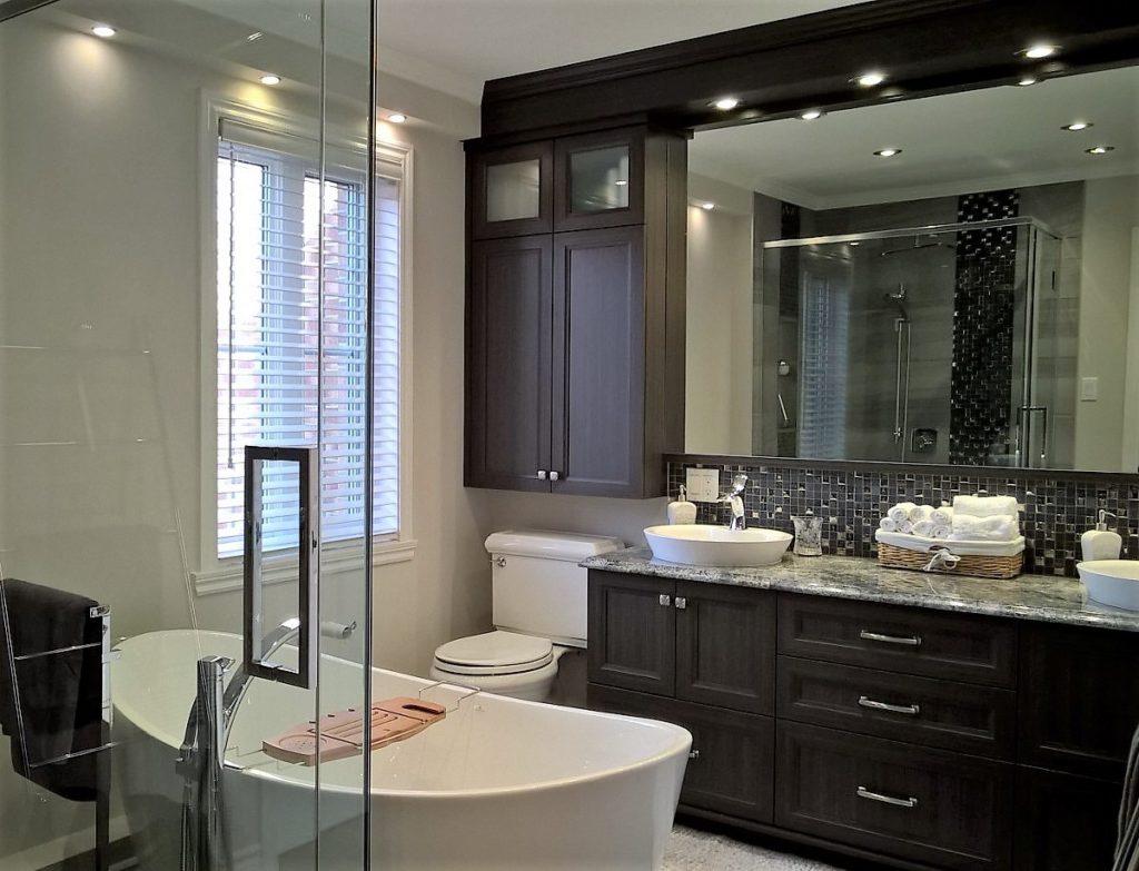 Salle de bains avec douche en céramique | René Guillemette Rénovations